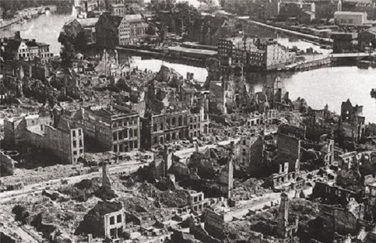 Photo: Gdańsk (Danzig) downtown destroyed by air strikes and artillery fire (1945). On September 1, 1939 the German armies invaded Poland. Two days later the British government declared war supposedly to aid Poland to hang on uncompromisingly to Gdansk, which few British, French or Americans had ever heard of a few months earlier. Photo from Public Domain.