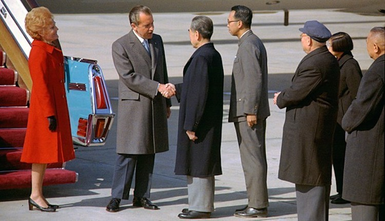 Photo: U.S. President Nixon shakes hands with Chinese Premier Zhou Enlai. Source: Wikimedia Commons