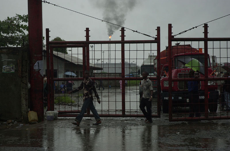 Photo: Nigerian Port Harcourt Refining Ltd in Alesa-Eleme. CC BY 2.0
