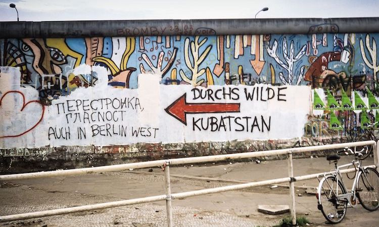 Photo: Berlin Wall on Potsdamer Platz, June 1988. CC BY-SA 3.0