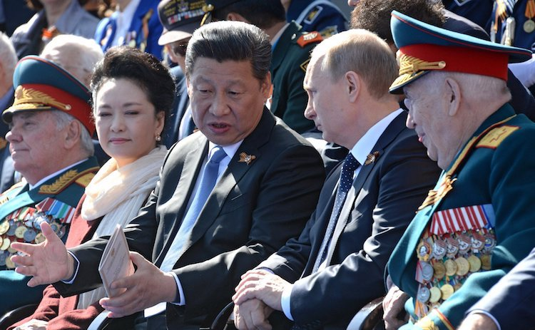 Photo: Xi with the first lady during the Moscow Victory Day Parade on 9 May 2015. CC BY 4.0